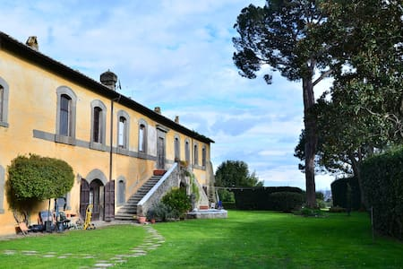Breathtaking Beauty by the lake (truly unique!) - Bracciano