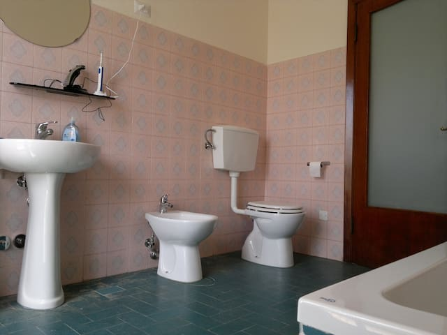 Koele kamers bij station in fietsgebied - Terontola - Bed & Breakfast