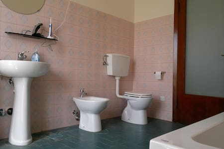 Koele kamers bij station in fietsgebied - Terontola - Aamiaismajoitus