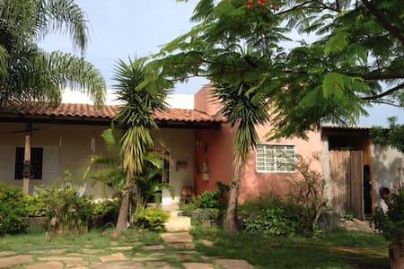 Nice home for a single ou family - Brasilia - Casa