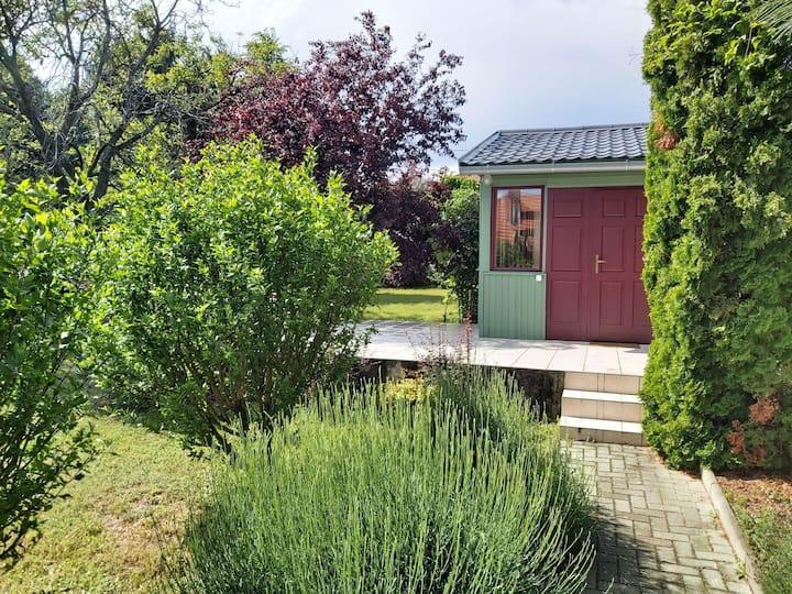 Hangulatos kisház kerttel, kilátással Lovason 6fő