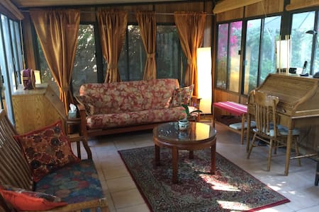 Sunroom in garden retreat with pool - Claremont - Rumah