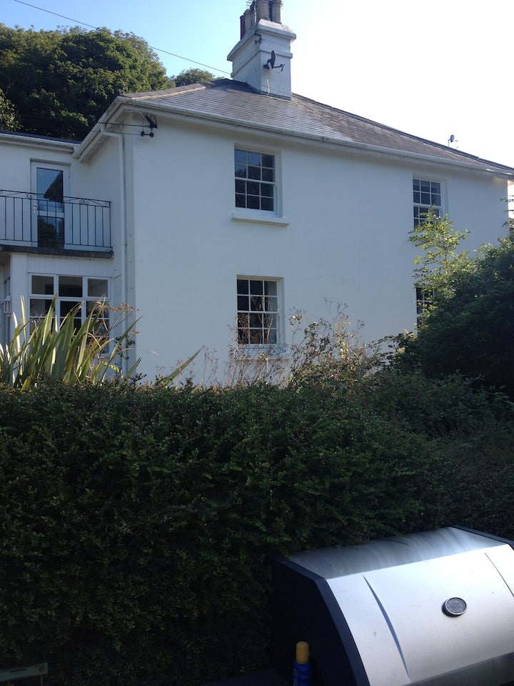 Coastguards Cottage Two Bedrooms 1Dbl 1Twin