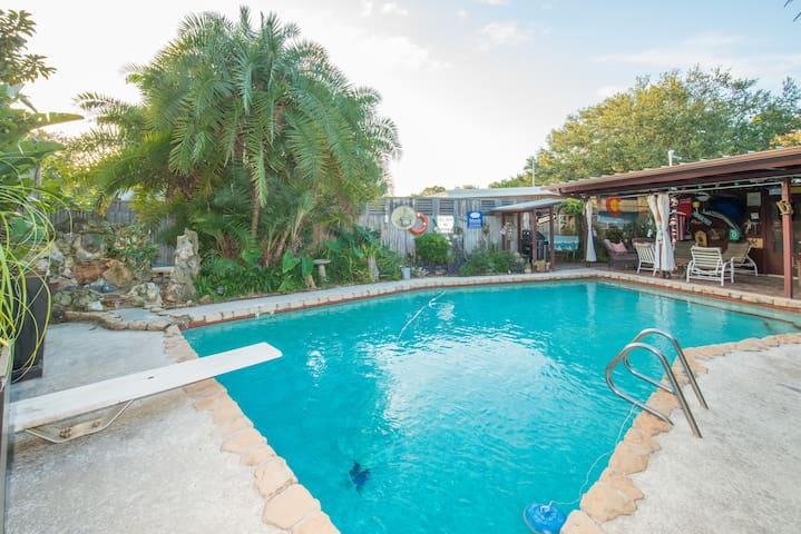 Orlando area pool home in Maitland