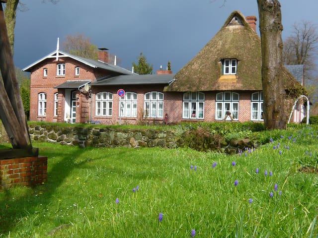 Denkmalgeschützte Alte Dorfschule - Quarnbek - Casa