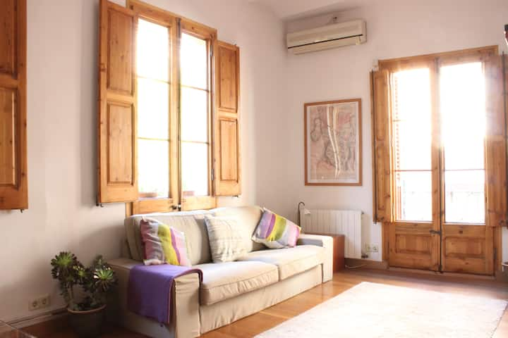 Cosy Apartment in Sarrià old town - with roof top