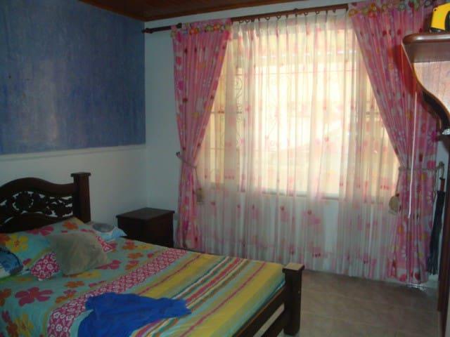 Habitaciones cómodas en casa de campo