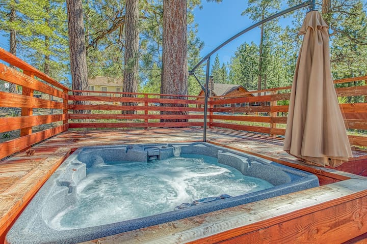 Charming & dog-friendly cabin with private hot tub and forest views.