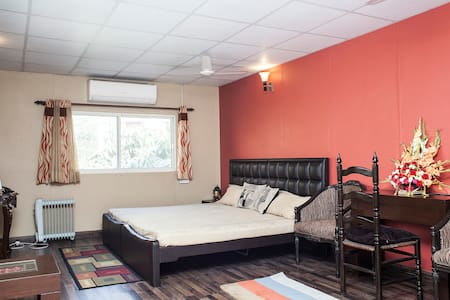 Room type: Private room Bed type: Real Bed Property type: Bed & Breakfast Accommodates: 3 Bedrooms: 1 Bathrooms: 1