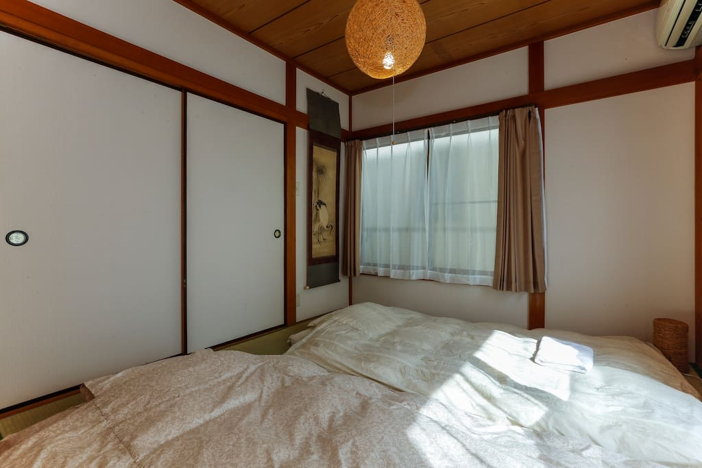 Traditional tatami room: Right window to the East direction that means great sun shine in the morning