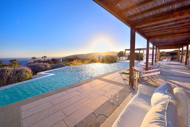 JOY, Luxurious Villa (strategic location, pool)