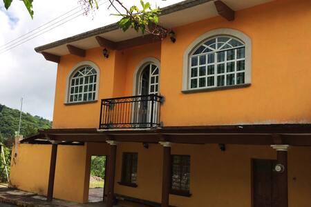 Casa Campestre a 500 metros de la Plaza Central