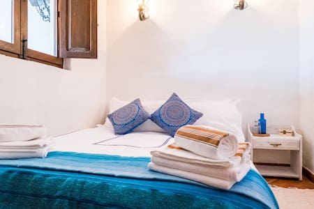 Serenity Holistic House Peace Room - Alfarnatejo - Bed & Breakfast