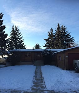Private bedroom near downtown. - Red Deer