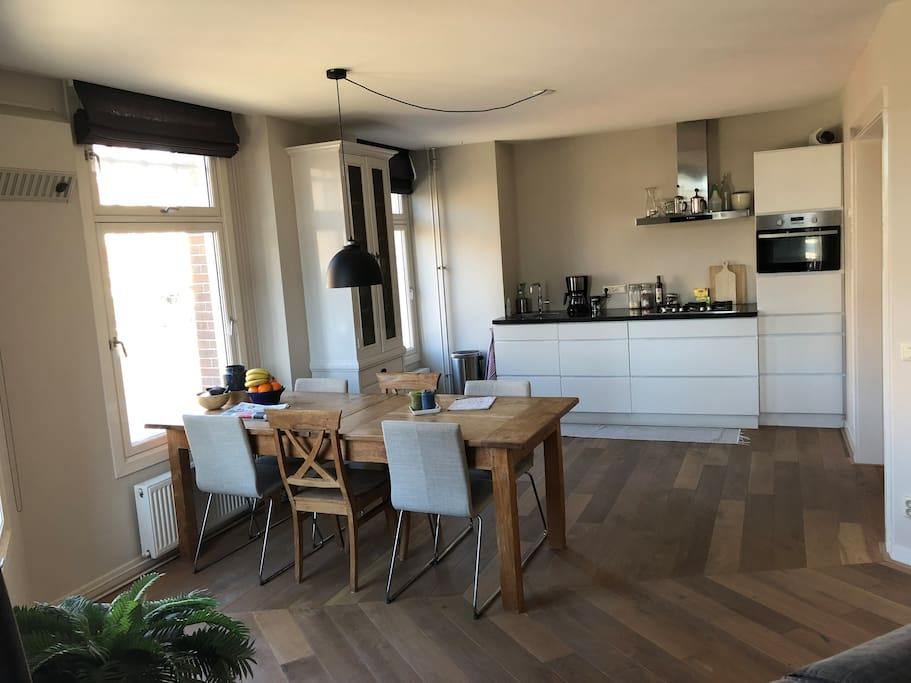 Kitchen and dinertable