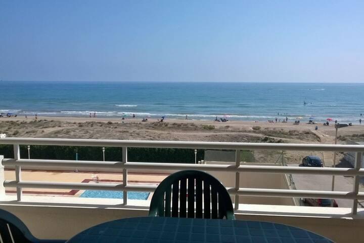 Bonito apartamento con piscina a pie de playa