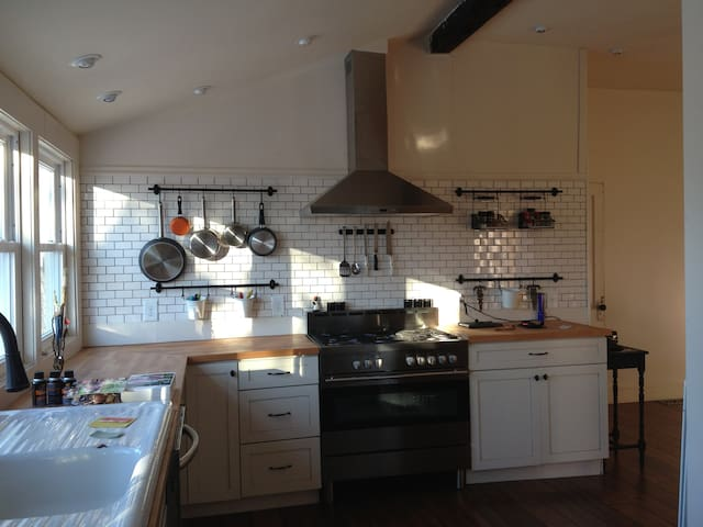 Your creative cooking is all that's needed in this kitchen!