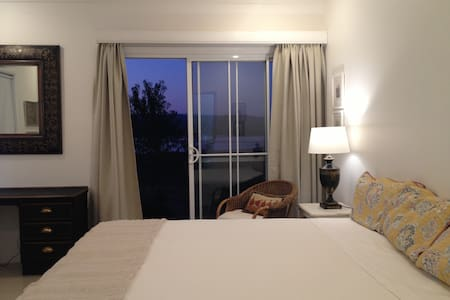 Rocky Waterhole, Room 1. Lake views - Wallerawang