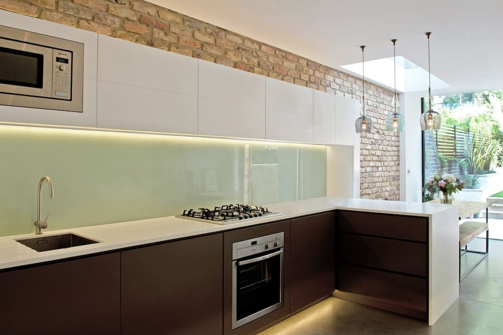 Bespoke kitchen, fully equipped.