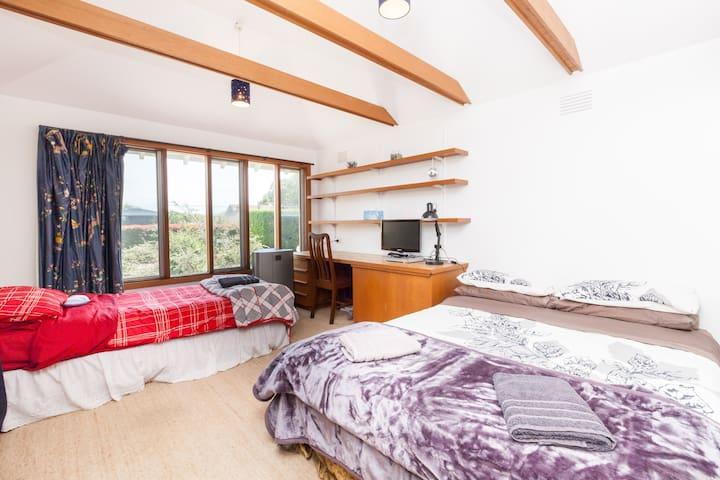 Lovely room in Hawthorn. - Hawthorn East - House