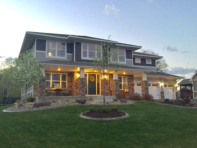 Large family home great for Super Bowl travelers!