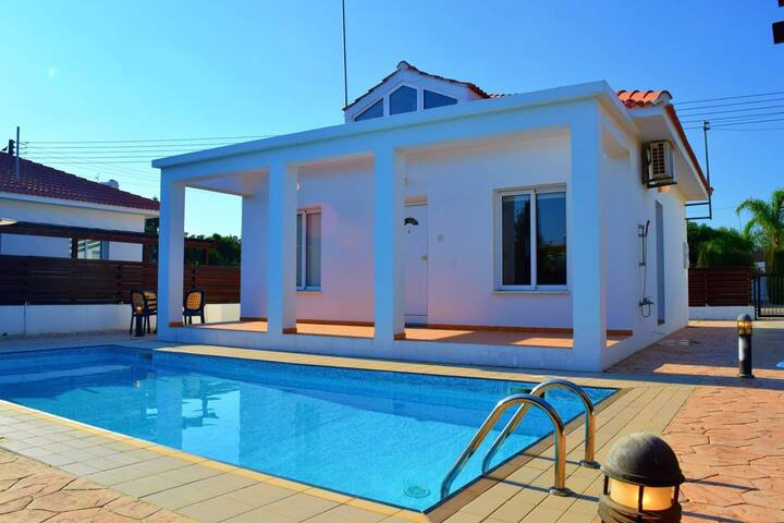 Villa Elsie - 2 Bedroom Villa with Private Pool