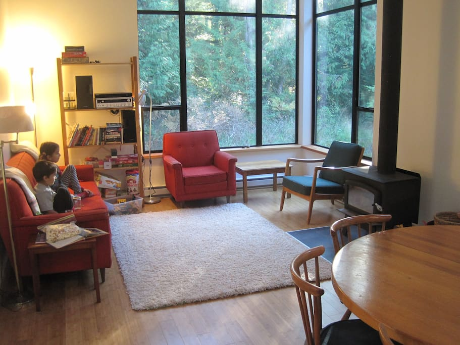 Cozy living space with wood stove, stereo, books - relax and enjoy!