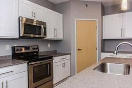 Brand New, Clean Quiet Room - Grand Forks - Leilighet