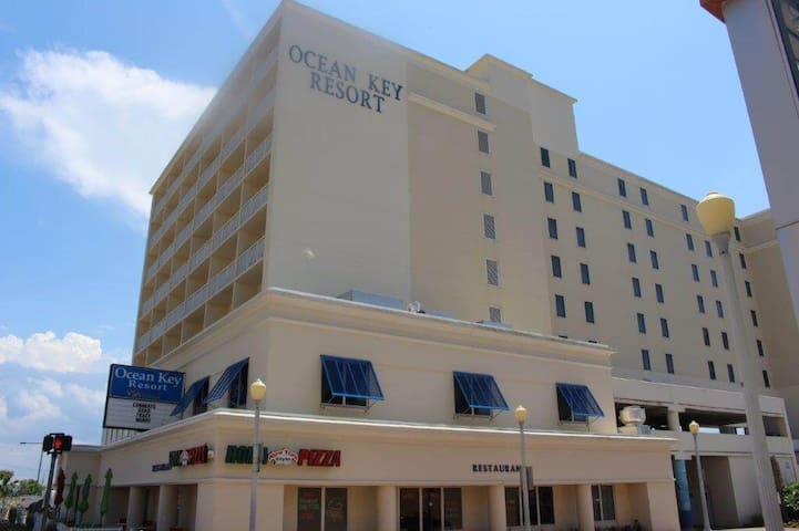 Ocean Key Resort Spacious 1 bedroom unit!!
