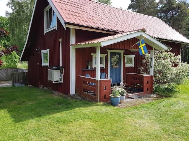 Lilla Huset, lantlig gäststuga nära Hjälmaren