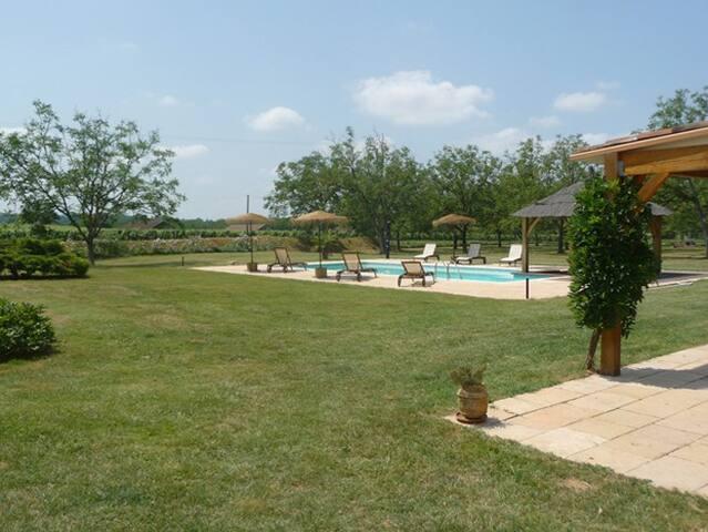 Maison de charme 12 pers., piscine privée, gd parc - Anglars-Juillac - House