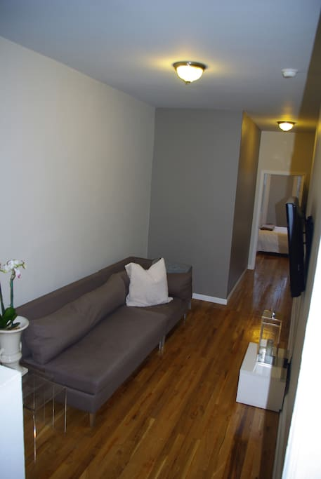 -Flat screen HDTV with extensive cable package (Showtime, Netflix Streaming). High Speed WiFi internet included