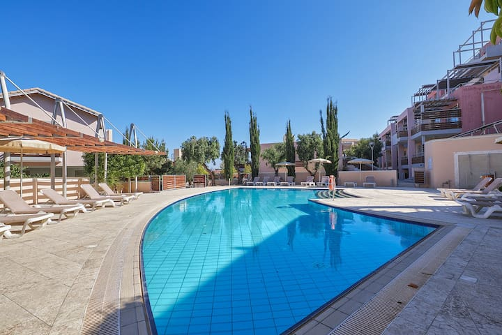 Amathusa Beach & Pool Apartment B105,