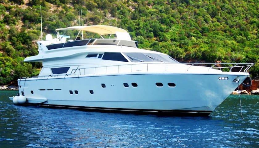 Greek Islands Athens LUXURY Private YACHT Sleeps 8