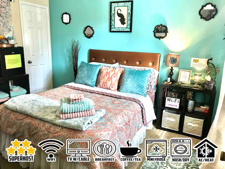 PRETTY PEACOCK ROOM+FULL CABLE+WIFI+BREAKFAST+MORE