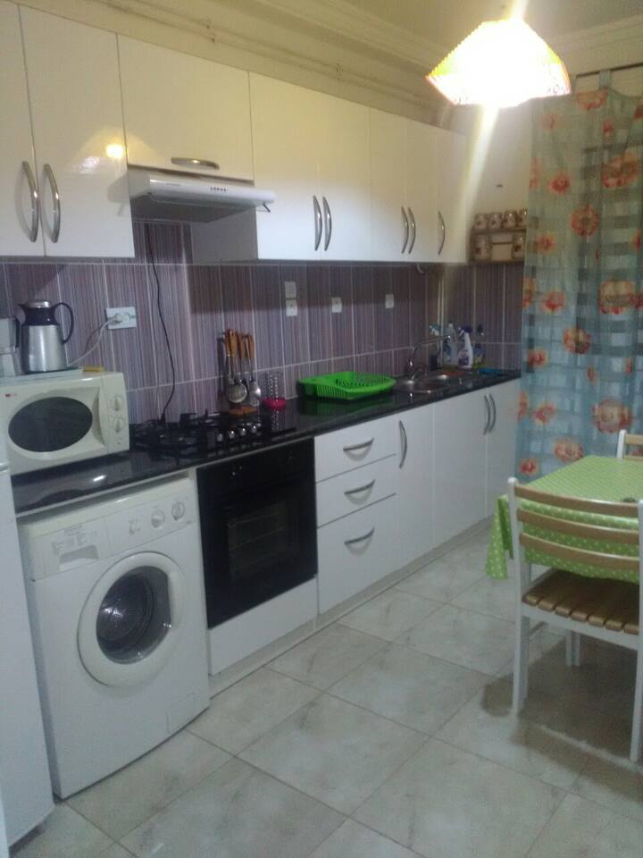Appartement F3 vers Hai Seddikia, Oran avec Wifi