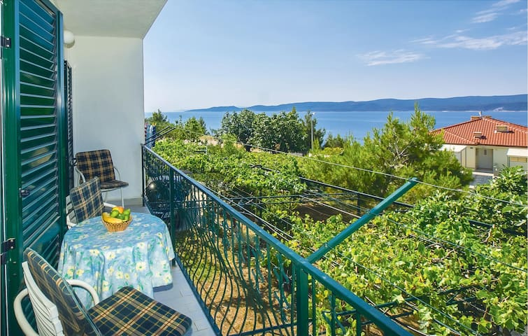 Holiday apartment with 2 bedrooms on 51m² in Lokva Rogoznica