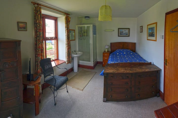 Burrow Farm B&B, Single Room, £39 to £48 per night
