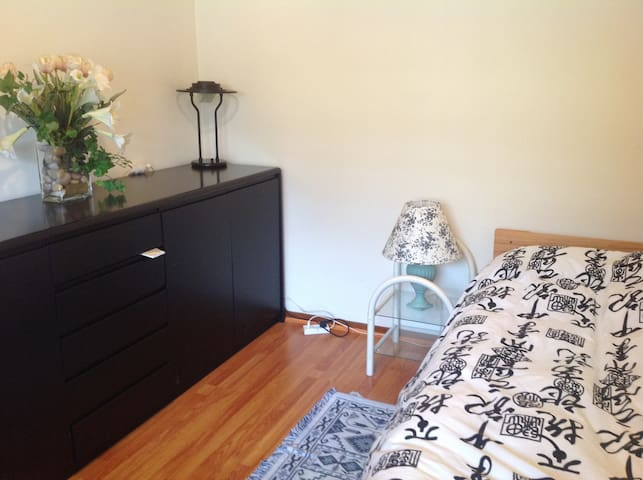 Close to Parramatta- single room - Winston Hills - Talo