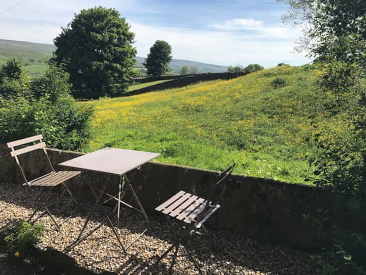 Cottage with fabulous views of the Dales