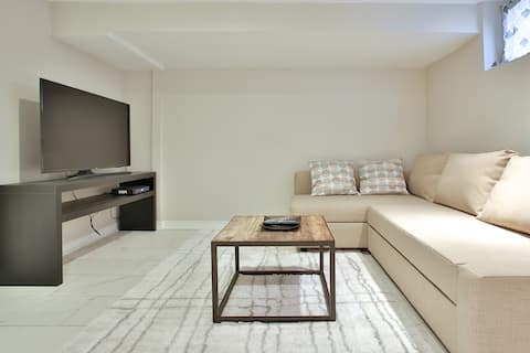 Modern Private 1 bedroom (entire suite)