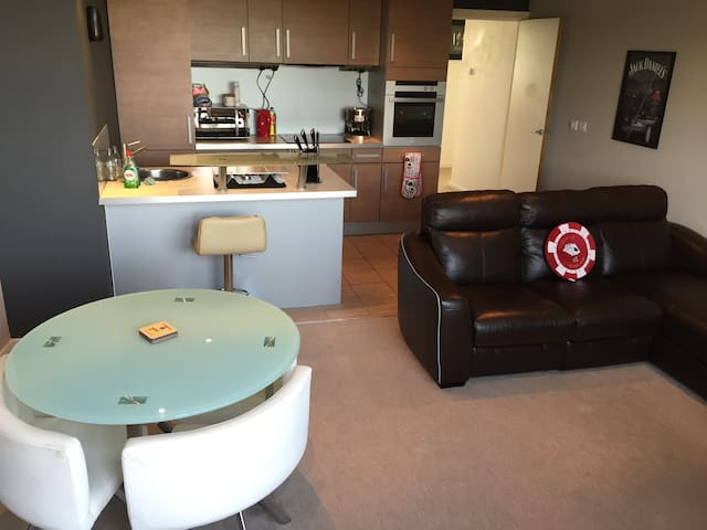 Entire 2 Bed Flat - City Centre - West Yorkshire - Apartment
