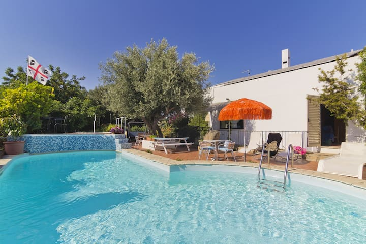 Holiday Apartment Casa Ginepro in Villa with Wi-Fi, Courtyard & Pool; Parking Available