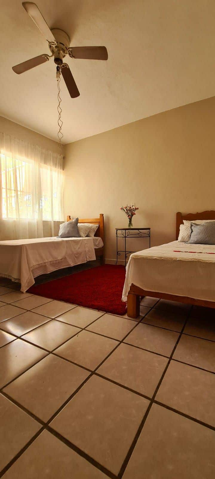 Cozy room, residencial area near the beach&airport