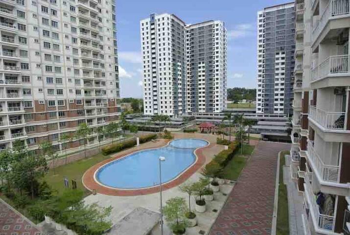 Unipark condominium 1 master room