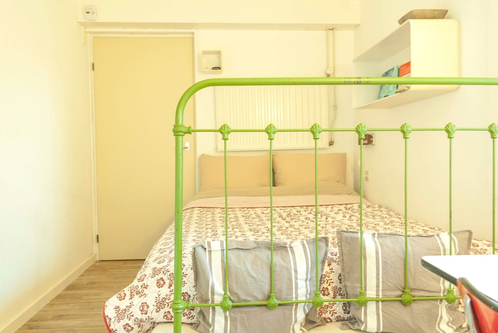 Double bed (1,40m x 2,00m).