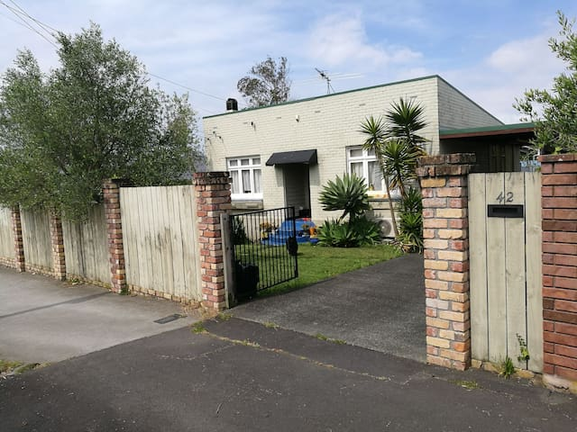 single room for rent in Auckland
