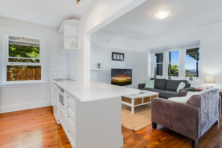 Charming Federation Apartment in Manly - Unit 2