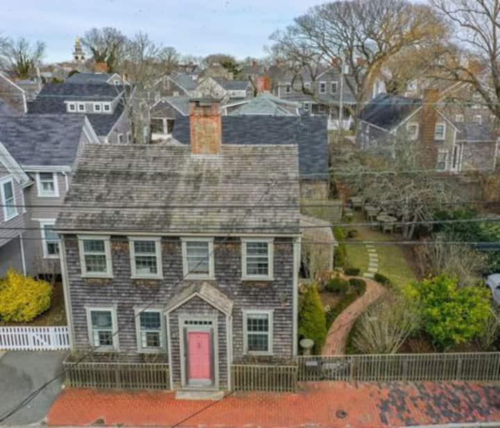 Beautiful antique home in Town - Nantucket getaway