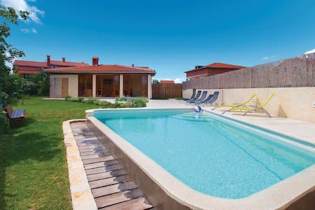 3 Bedrooms Home in Svetvincenat - Svetvincenat